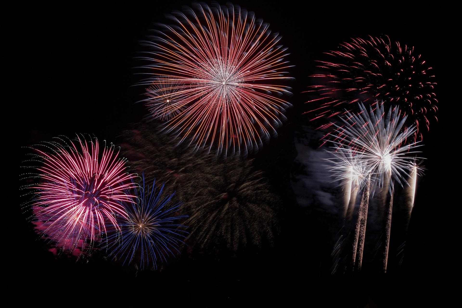 fireworks-879461_1920.jpg