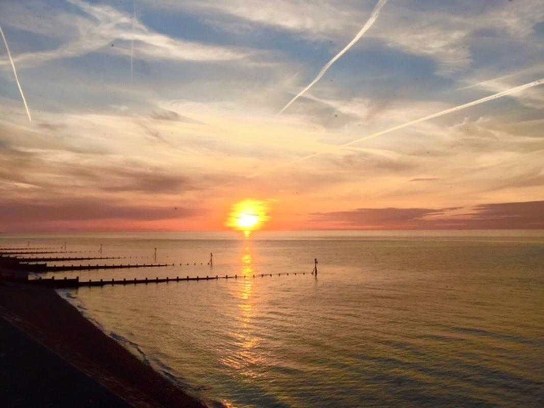 Sun set into the sea